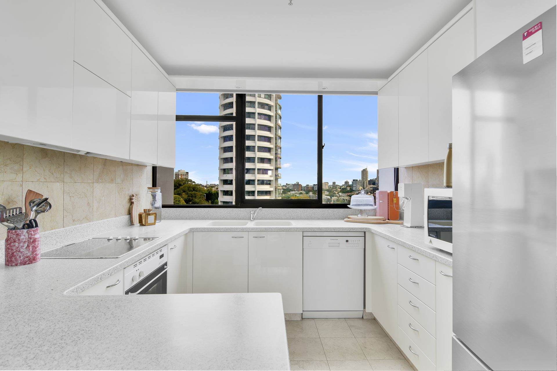 16/2 Eastbourne Road, Darling Point