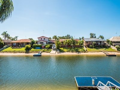NORTH FACING WATERFRONT ENTERTAINER
