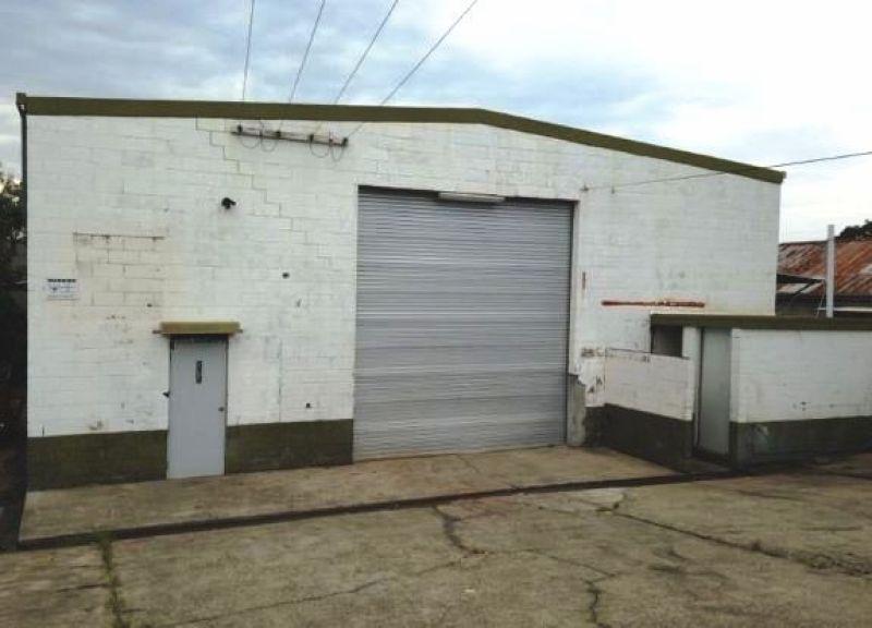 400 m2 warehouse