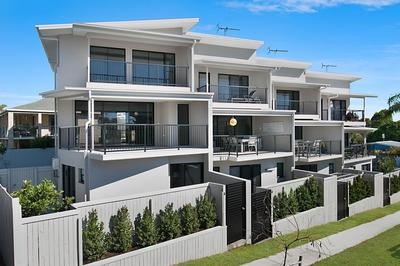 Live across the road from Kingscliff Beach!