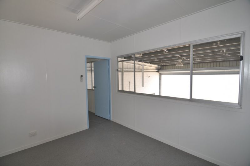 Pilkington Street frontage - 2 self contained showroom & warehouse units