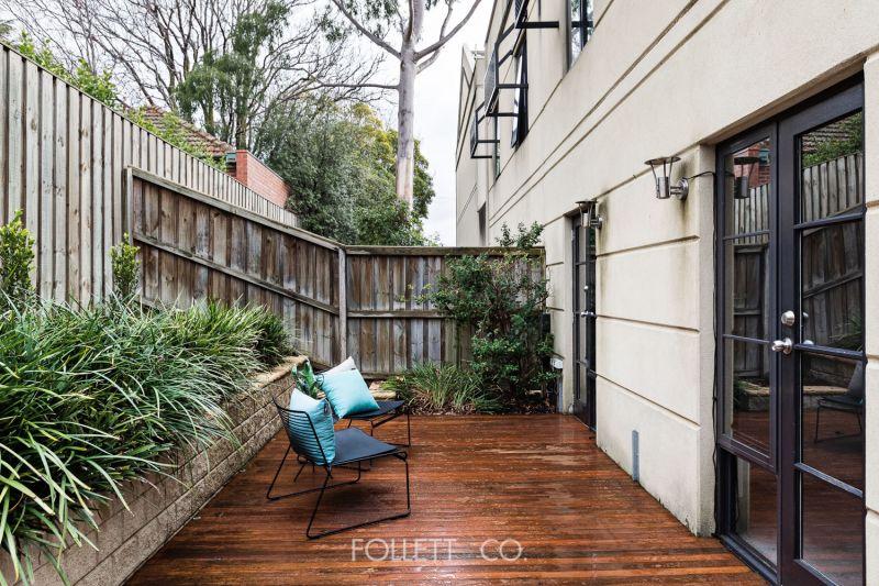 Garden Apartment in a 'Private Park'