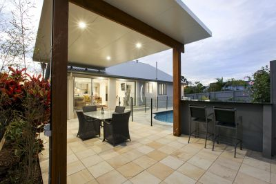 Stunning Renovated Family Home with a Pool!!