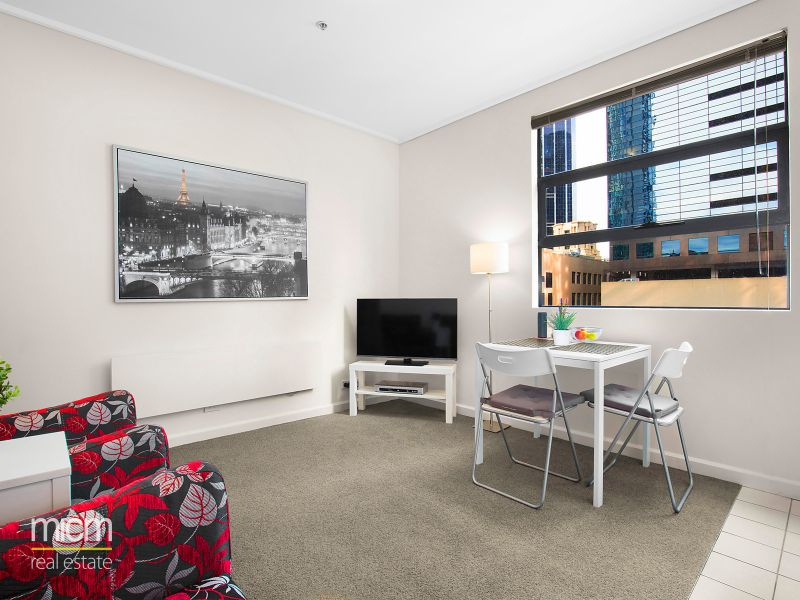 Spacious Furnished One Bedroom Apartment in the Heart of Melbourne! Car Park Available for $60/w!
