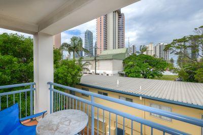 Top floor Inner City Beachside Apartment