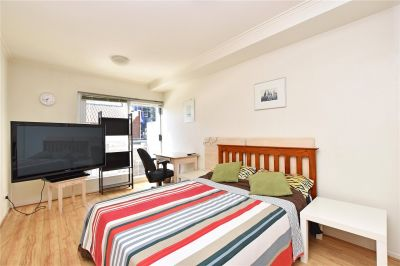 Stargate Apartments: Stunning Fully Furnished Studio Apartment with Car Space - Only Metres from RMIT!