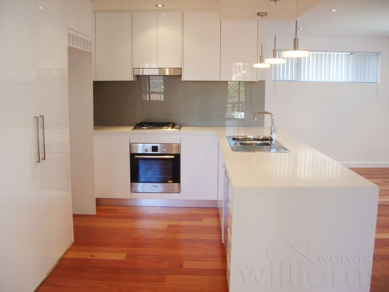STYLISH TWO BEDROOM APARTMENT WITH A/C & DOUBLE GARAGE