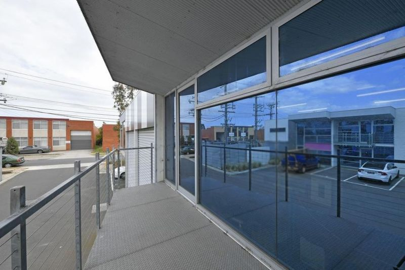MODERN AND WELL PRESENTED OFFICE / WAREHOUSE IN CENTRAL LOCATION