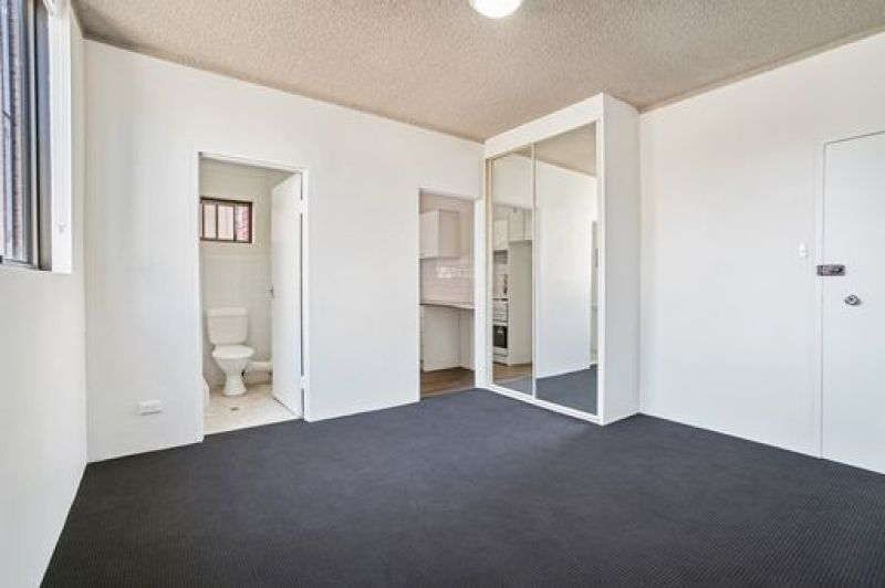 Affordable City Fringe Living In Boutique Studio with parking