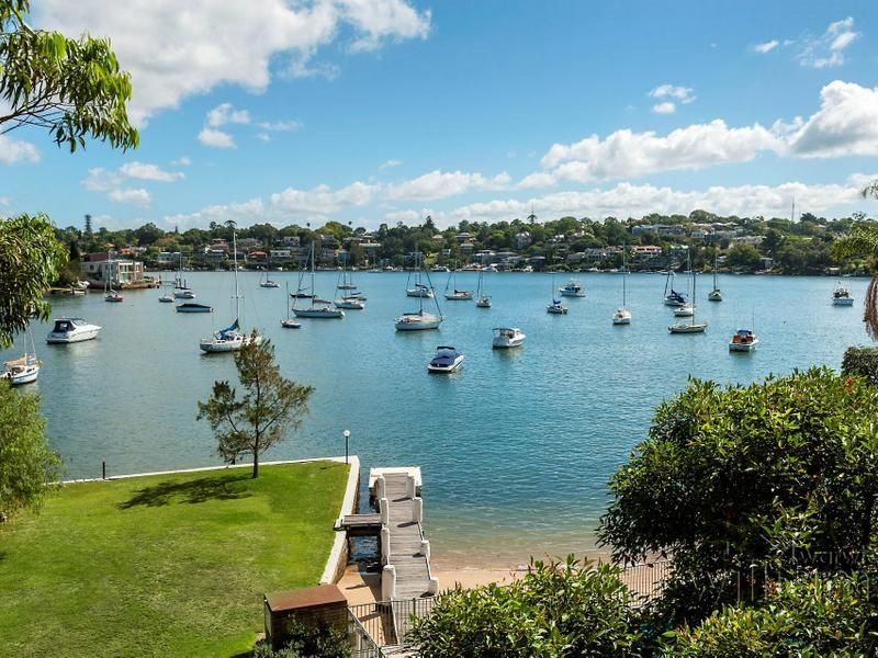 AUCTION THIS SATURDAY - House-like proportions and panoramic bay views