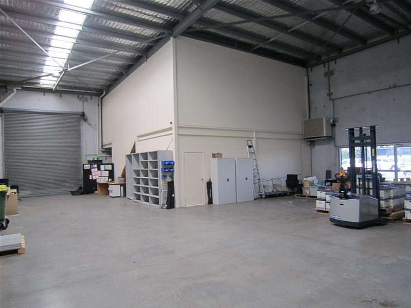 MODERN OFFICE AND WAREHOUSE FOR LEASE