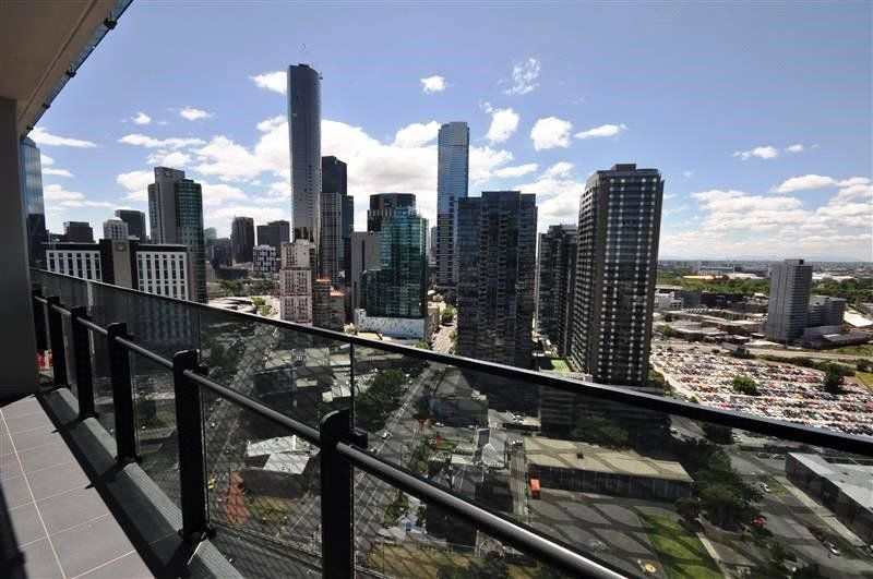 Mainpoint: 23rd Floor - Stunning 2 Bedroom Apartment in a Fabulous Location!