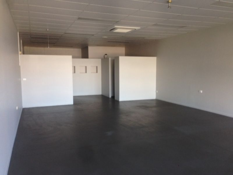 Prime retail or professional office space at Royal Oak Plaza
