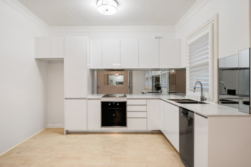 SPACIOUS APARTMENT FOOTSTEPS TO DOUBLE BAY VILLAGE