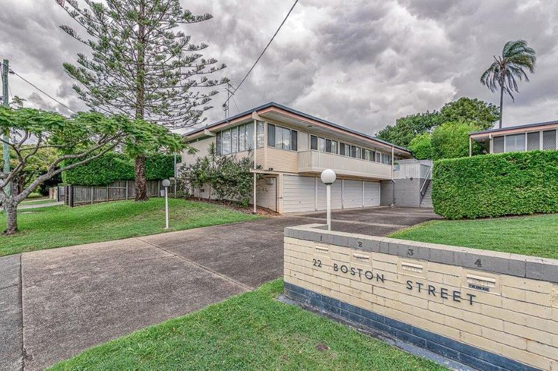 FABULOUS LOW-SET WITH PRIVATE REAR COURTYARD