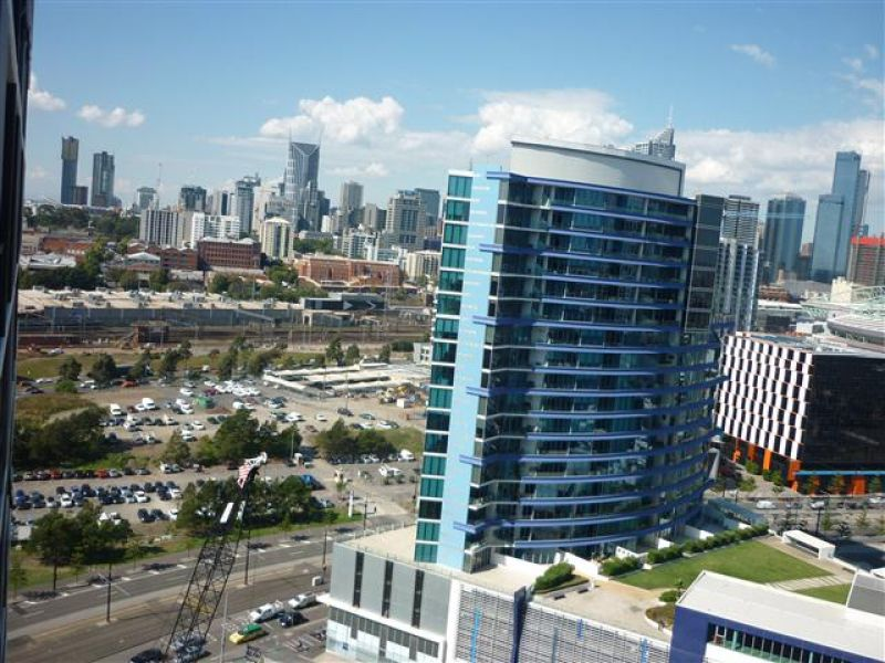 Harbour One Tower: Stunning Two Bedroom, Two Bathroom Apartment in Docklands!