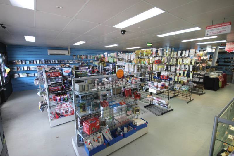 FOR LEASE - 415m2* HIGH PROFILE RETAIL/SHOWROOM WITH REAR WAREHOUSE