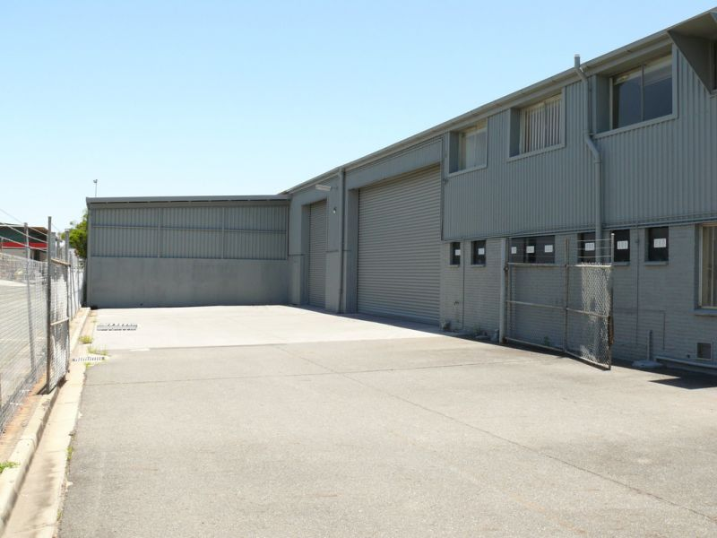 2,777m2* Warehouse And Showroom Facility