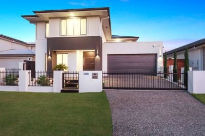 Modern, Spacious & Bright with Show Home Finishes
