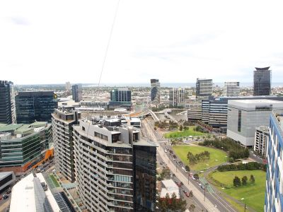 Victoria Point: Stunning Studio in Dazzling Docklands!