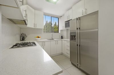 Two Bedroom Unit with Modern Kitchen & Lock Up Garage
