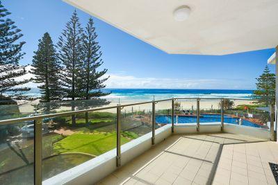 Absolute Beachfront 3 bedroom  Half Floor  Amazing Views