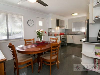 Feature Packed Family Home - 2 Kitchens + Games Room + Workshop + Rear Deck + Spa....