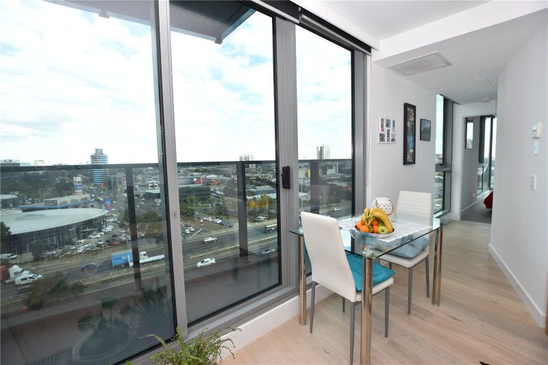 Marco: Modern One Bedroom Apartment with Great Views!