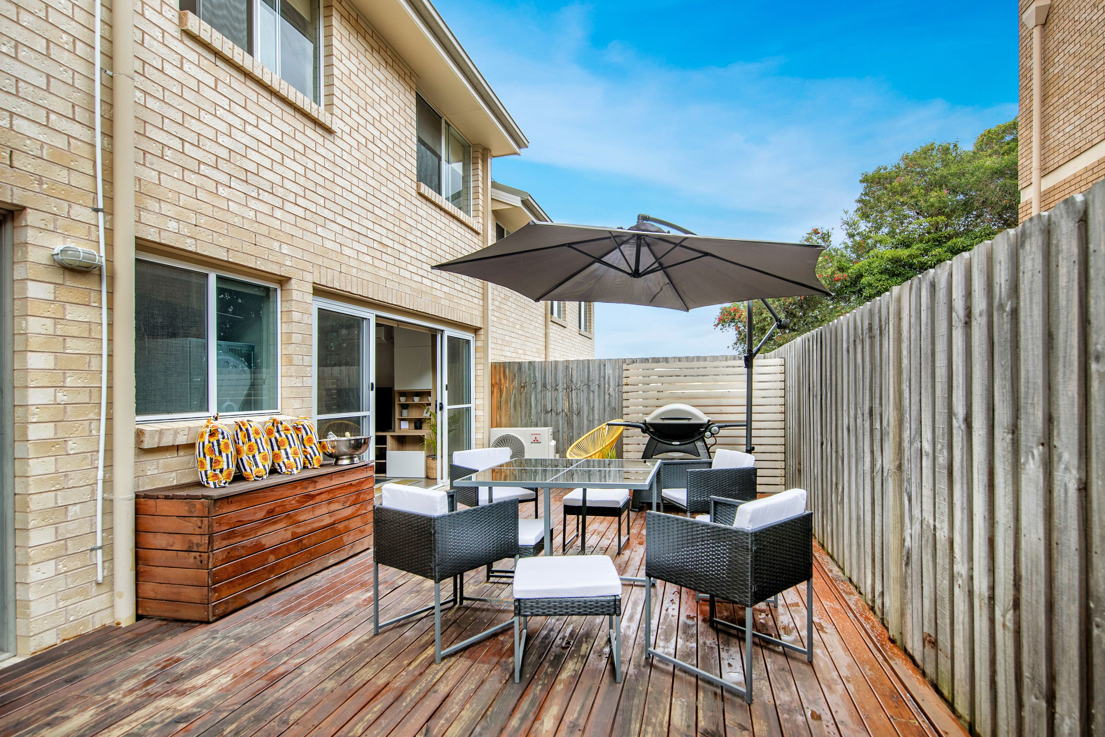 2/212 Brunker Road, Adamstown