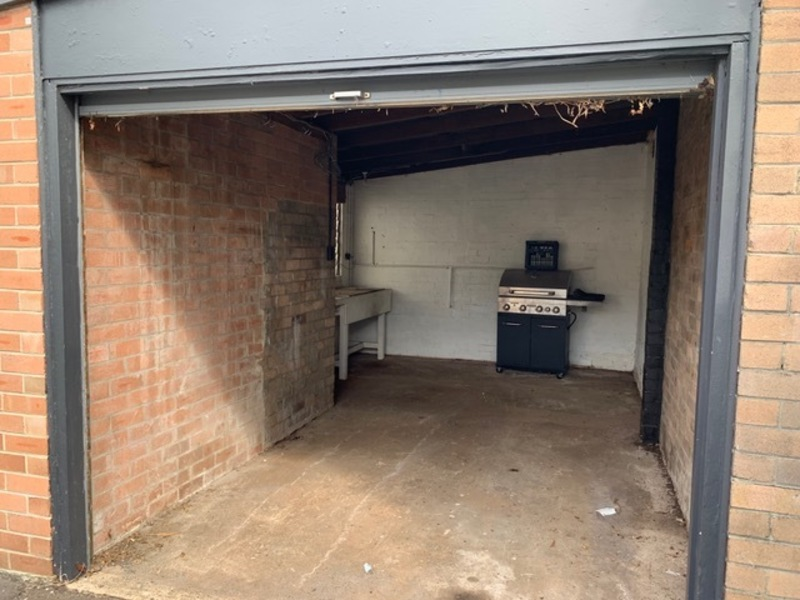 LARGE LOCK UP GARAGE WITH SPACE FOR OFFICE/WORSHOP