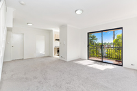 16/3 Williams Parade, Dulwich Hill
