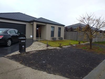 Modern 4 bedroom home in the popular Wyndham Waters Estate!!!!