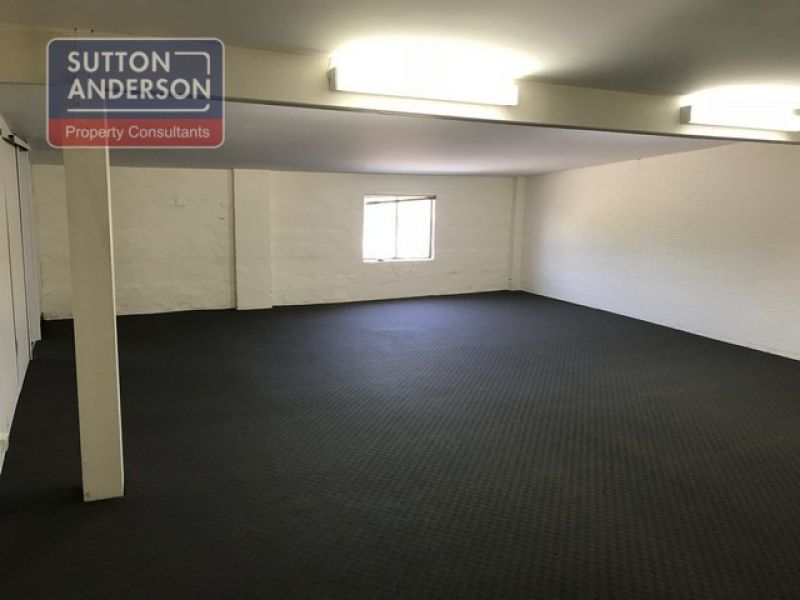 OFFICE/WAREHOUSE IN PRIME LOCATION!!