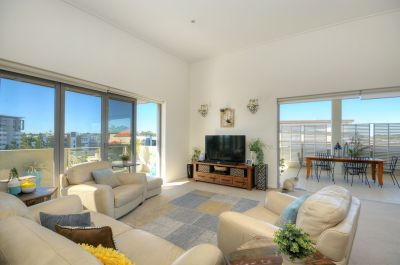 Stunning Top Floor Apartment in the Heart of Robina!