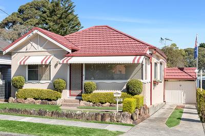 SOLD: Freestanding 3 Bedroom House