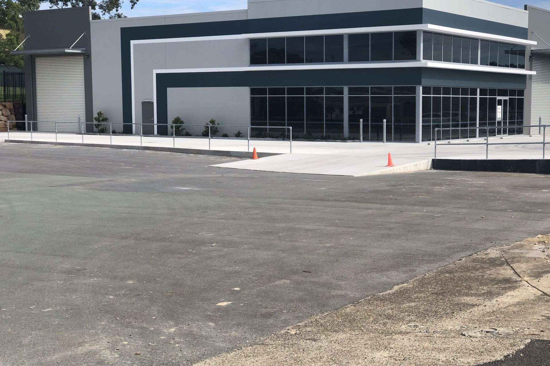 FOR LEASE  MODERN FACTORY/WAREHOUSE 1061m2