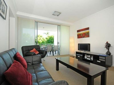 FURNISHED APARTMENT - Come and enjoy a great lifestyle in a fabulous location.