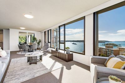 Perfectly presented and spacious 2 bedroom apartment with magical Ocean views