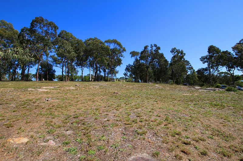 Gorgeous vacant block with northerly views to the rear and stunning bush-land backdrop.