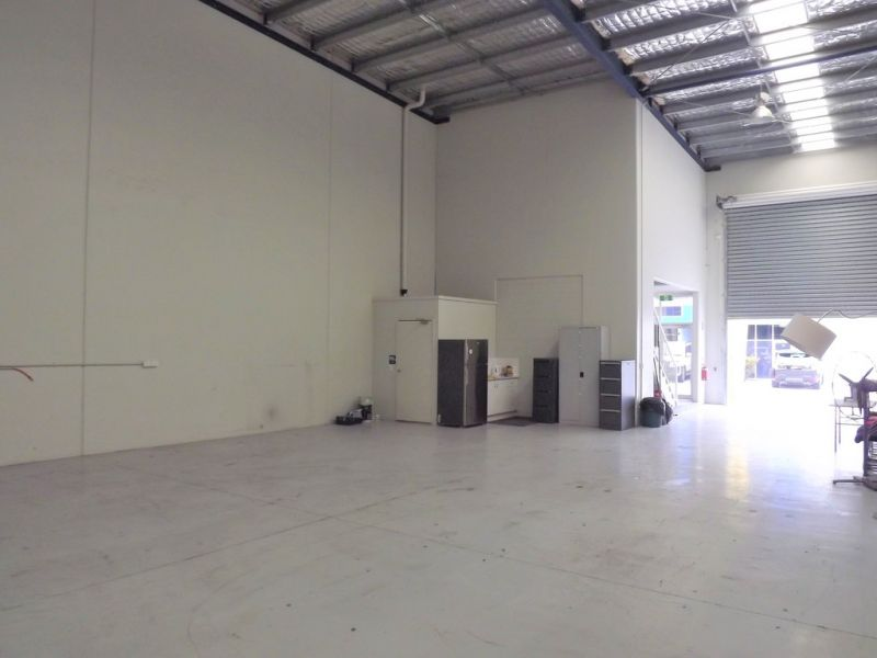 HIGHLY FUNCTIONAL WAREHOUSE WITH OFFICE 234m2*