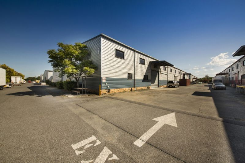Convenient Virginia Warehouse with Secure Yards and Great Access