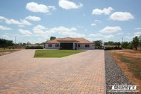 EXCEPTIONAL EXECUTIVE HOME  -  6620m2 ALLOTMENT