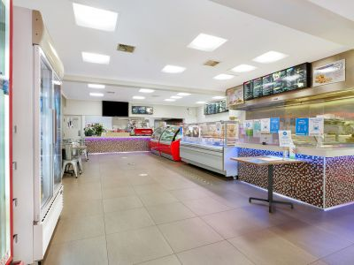 Large Takeaway Shop in perfect location