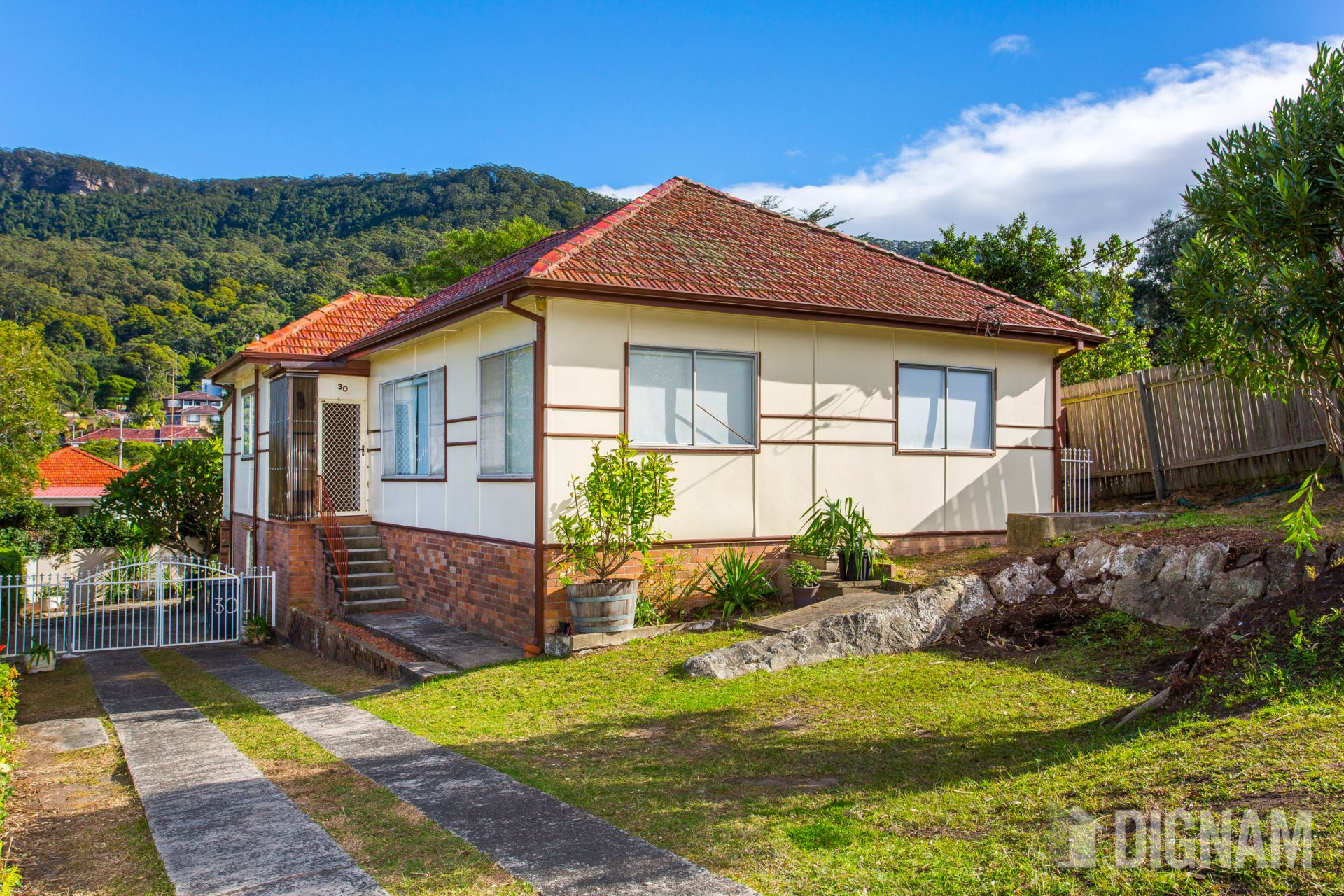 30 Bloomfield Avenue, Corrimal NSW
