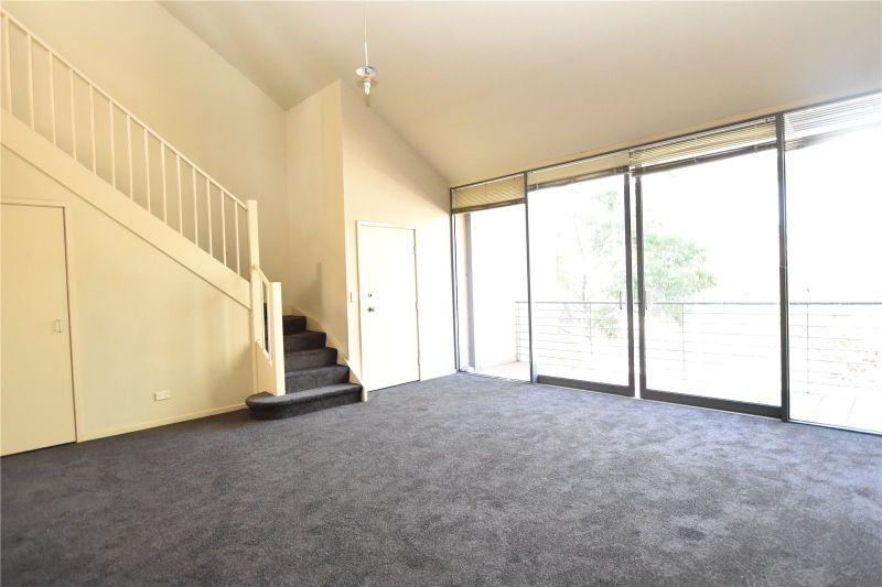 Southbank Royale: Spacious Three Bedroom Apartment Awaits!