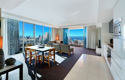Luxury 2 bedroom in Hilton - Overseas seller