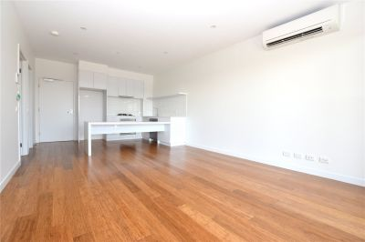 The Lincoln: Two Bedroom Apartment near trendy Brunswick!
