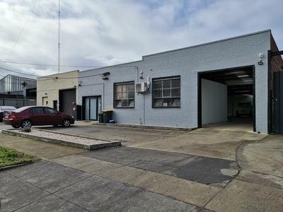 Light-filled, modern offices & warehouse/workshop