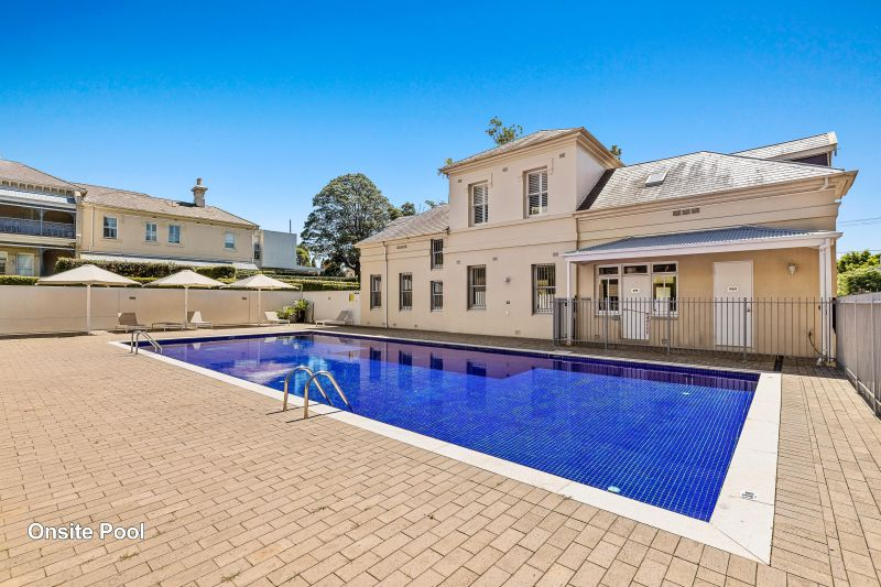 Set quietly in the charming Carleton Estate