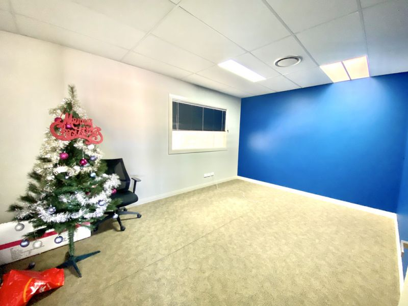 Showroom / Office / Warehouse on Compton Road
